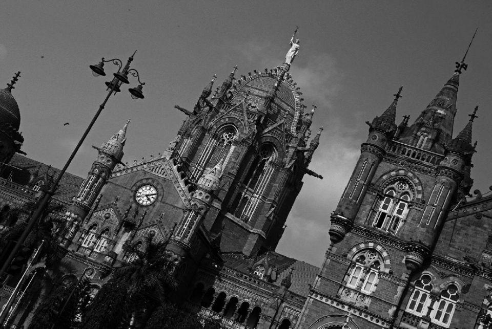 Seeing Time: Public Clocks of Bombay   Chirodeep Chaudhuri